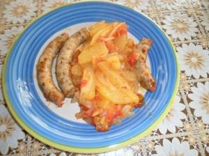 salsicce con cipolle e patate  al forno